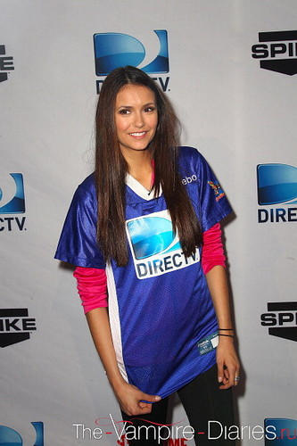 नीना दोब्रेव वॉलपेपर possibly containing a fedora and a boater titled Nina & Candice at DIRECTV's Celebrity समुद्र तट Bowl
