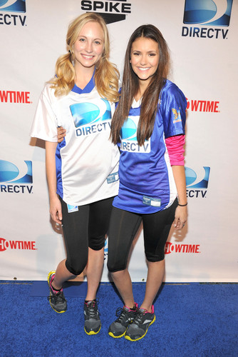 Nina & Candice at DIRECTV's Celebrity 海滩 Bowl
