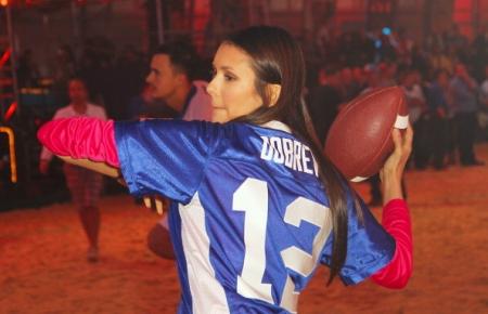 Nina at DIRECTV's Sixth Annual Celebrity समुद्र तट Bowl