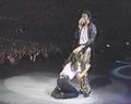 OMM,What is she doing ??! :/ :O - michael-jackson photo