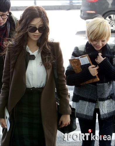 Seohyun airport fashion to Music Bank Paris