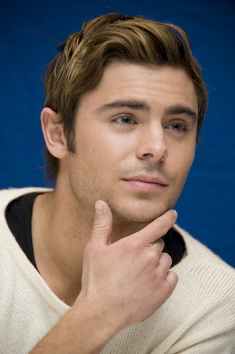  &#34;O LORAX&#34; - PRESS CONFERENCE - zac-efron Photo