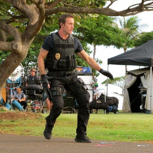 2x15 - Mai Ka Wa Kahiko - BTS Photos  - hawaii-five-0-2010 Photo