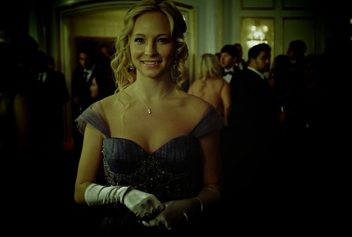 3.14 behind the scene - caroline-forbes Photo