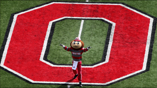 fútbol del estado de Ohio fondo de pantalla titled BRUTUS BUCKEYE AT MIDFIELD