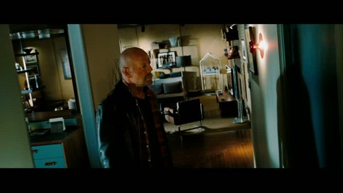 Bruce in 'Surrogates' - bruce-willis Screencap