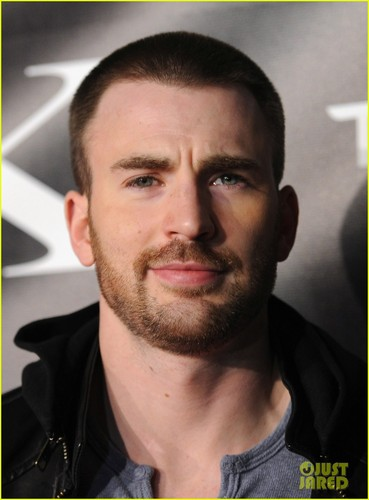 Chris Evans & Malin Akerman: Model X Debut!