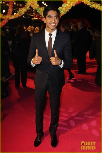 Dev Patel: 'Best Exotic गेंदे का फूल, मैरीगोल्ड Hotel' Premiere!