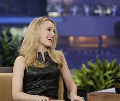 Rachel McAdams karatasi la kupamba ukuta probably containing a portrait entitled February 10th: The Tonight onyesha with jay Leno