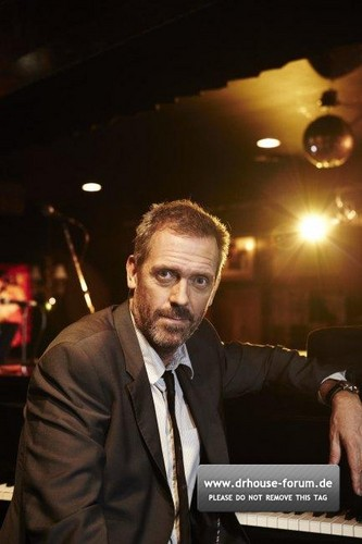 Hugh Laurie-Photoshoot por Amanda Friedman for the Sunday Telegraph 2011.