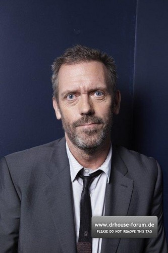 Hugh Laurie-Photoshoot द्वारा Amanda Friedman for the Sunday Telegraph 2011.
