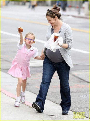 Jennifer Garner: Busy Mom!