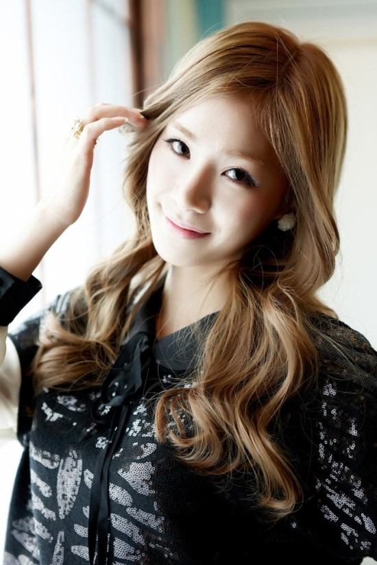 http://images5.fanpop.com/image/photos/28900000/Jeon-Yul-stellar-28981448-550-824.jpg