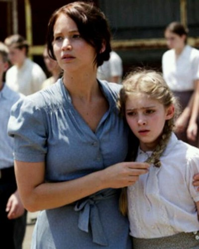 Katniss and Prim - the-hunger-games-movie Photo