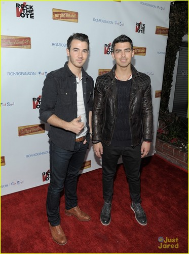 Kevin and Joe Jonas - 2012 - the-jonas-brothers Photo
