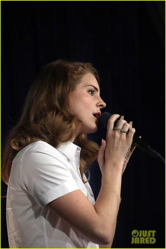 Lana Del Rey: Amoeba música Hollywood Signing!