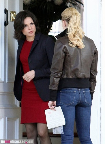Lana and Jennifer Behind the Scenes