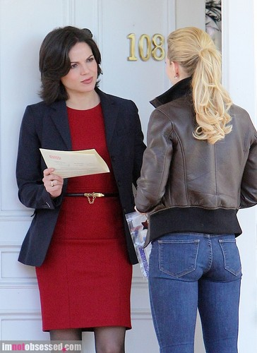 Lana and Jennifer Behind the Scenes