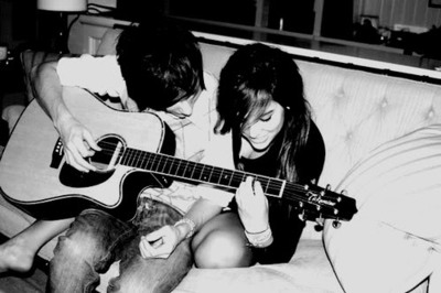 l'amour fond d'écran probably with a guitarist and an acoustic guitare called l'amour <3.