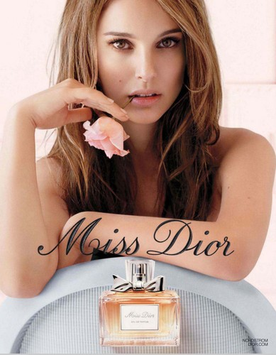 Natalie Portman Hintergrund probably with a bouquet, a sign, and a drehscheibe, plattenspieler called Miss Dior
