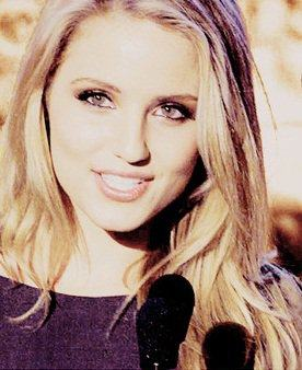 Dianna Agron wallpaper with a portrait entitled Ms. Dianna <3