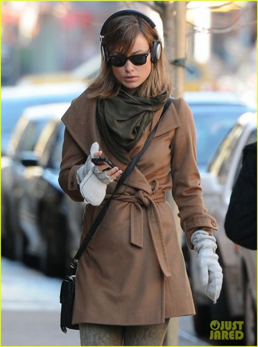 Olivia Wilde: Winter Walk!