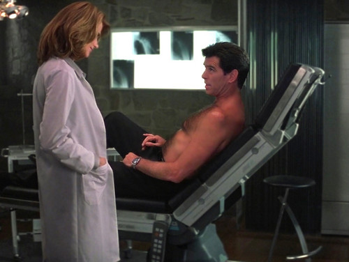 Pierce Brosnan Shirtless In The World Is Not Enough