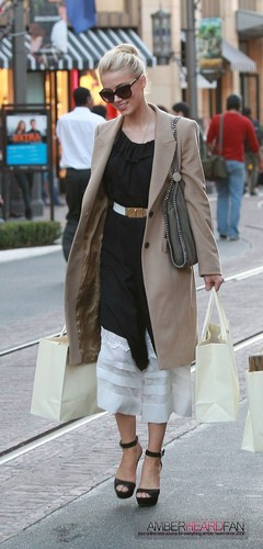 SHOPPING AT ANTHROPOLOGY AT THE GROVE IN LOS ANGELES (FEBRUARY 3RD)