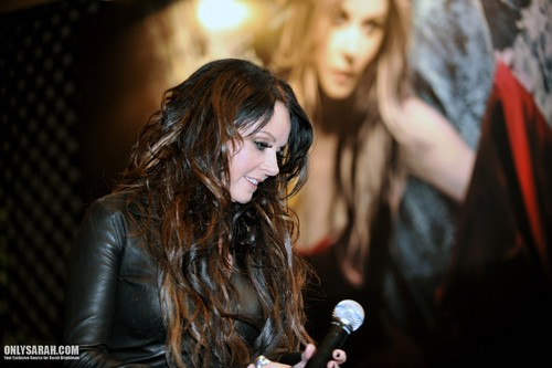 sarah brightman wallpaper probably containing a konser entitled Sarah Brightman