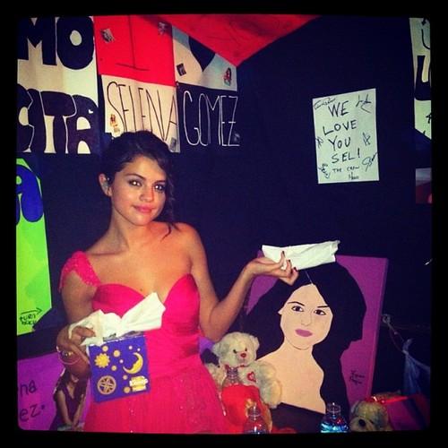Selena Instagram she still sick :(