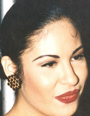 Selena Quintanilla-Pérez wallpaper containing a portrait called Selena ♥.