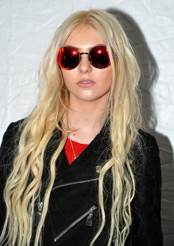 Taylor Momsen Fall 2012 Mercedes-Benz Fashion Week день 2
