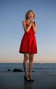 Taylor imba on a beach, pwani