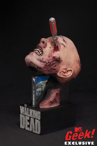 The Walking Dead Season 2 DVD case