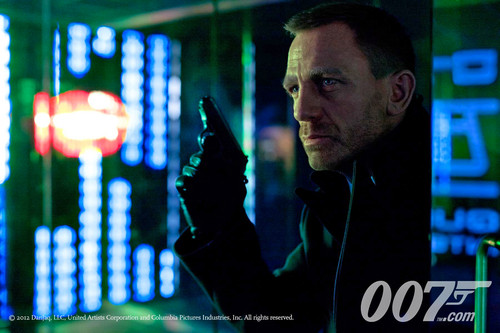James Bond 바탕화면 probably with a sign entitled skyfall-movie-image-daniel-craig-james-bond