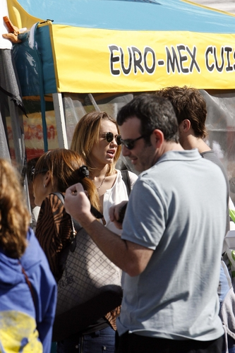 2012 > Shopping at a farmers market LA (12th February 2012)