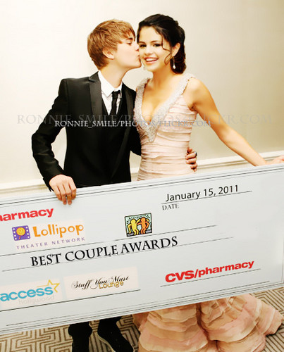 Justin Bieber and Selena Gomez wallpaper possibly containing a bridesmaid titled <3