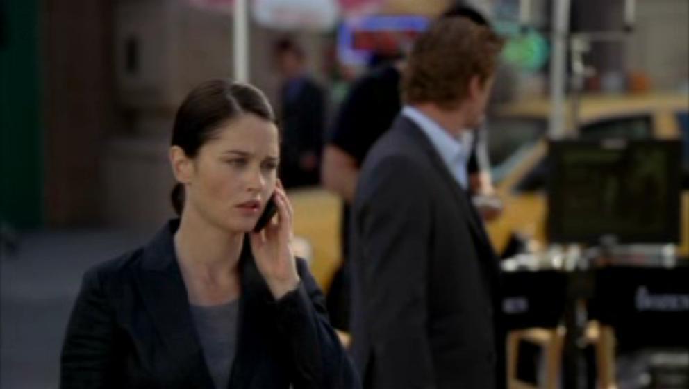 1x19- A Dozen Red バラ