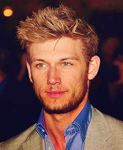 Alex Pettyfer Hintergrund probably containing a business suit titled Alex<3