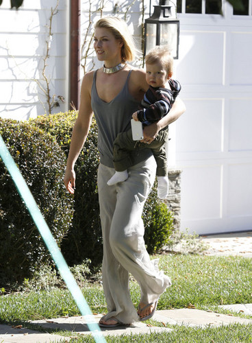 Ali Larter Takes Theodore To A Playdate (February 8) - ali-larter Photo