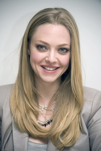 "Amanda at the ""Gone"" press conference in Beverly Hills {10/02/12}"