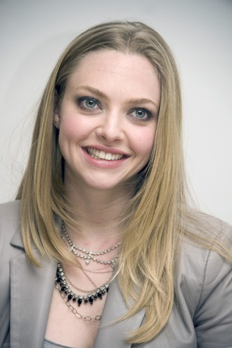 """Amanda at the """"Gone"""" press conference in Beverly Hills {10/02/12}"""