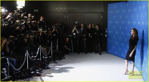 Angelina Jolie: 'Blood & Honey' Berlin Foto Call!