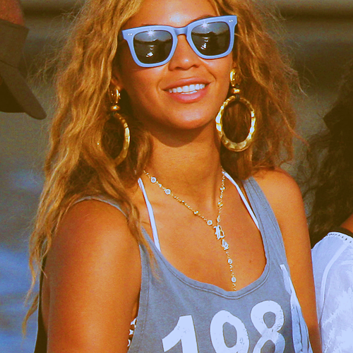 beyonce fondo de pantalla containing sunglasses called Bey♥