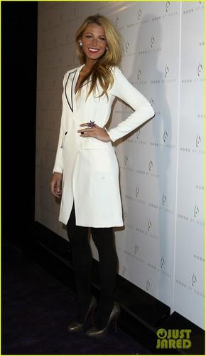 Blake Lively: Noon سے طرف کی Noor Fashion Show!