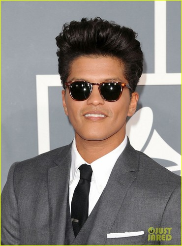 Bruno Mars - Grammys 2012 Red Carpet