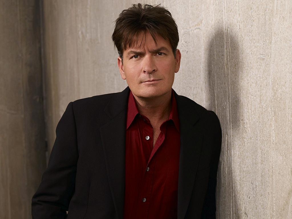 charlie sheen Charlie sheen in 2018: is he married or dating a new girlfriend how rich is he does charlie sheen have tattoos does he smoke + body measurements & other facts.