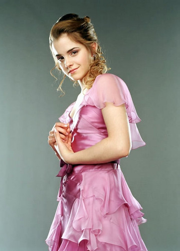 Hermione Granger wallpaper possibly containing a cocktail dress called Cute hermione