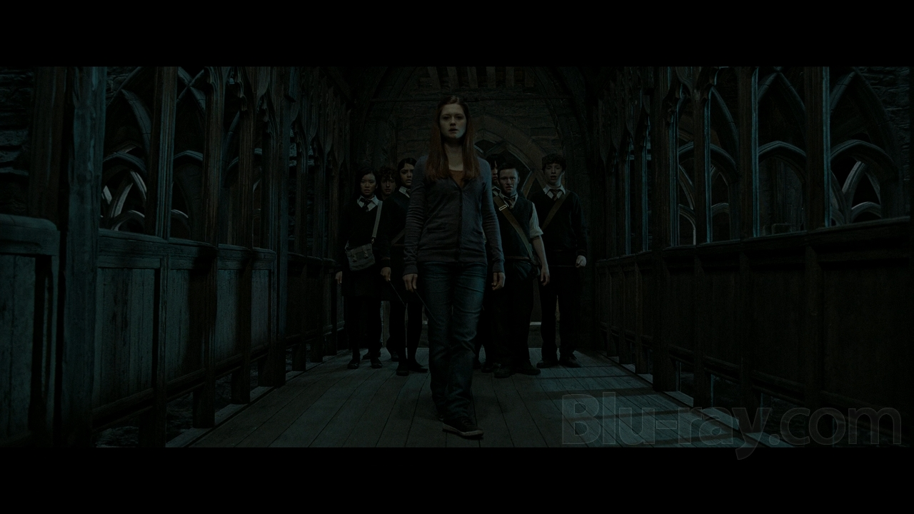 Jeu des images (version HP) - Page 4 Ginny-Weasley-DH-part-2-the-weasley-family-29053011-1280-720