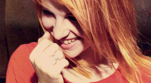 Hayley Williams wallpaper possibly containing a portrait called Hayley ♥